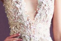 Vestidos de novia / Nuestros vestidos de novia favoritos: de encaje, de estilo sirena con tul, con pedrería, de escote corazón, vestidos cortos, para novias vintage...