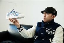 """Adidas Superstar / Sneaker emblématique, icône des parquets de basketball et de la rue : la Superstar n'a rien perdu de sa popularité. Ce modèle possède une tige en cuir souple et un """"shell-toe"""" en cuir. Cette version est agrémentée d'un logo doré sur le côté et possède la semelle Cupsole en caoutchouc de la Superstar."""