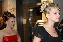 Aubrey-Organics muotoilutuotteet, lanseeraus Kampaamo Silkkitukka, Oulu / Aubrey luonnonmukaisilla muotoilutuotteilla saat näyttävän kampauksen koko päiväksi arkeen ja juhlaan. Tuotteet sisältävät luonnon ainesosia, ne ovat hoitavia hiuksille ympäristöystävällisiä. Kuvat & kampaukset Kampaamo Silkkitukka, Oulu
