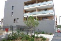 Résidence Oressence Quartier Ovalie à Montpellier (34) / ORESSENCE est une résidence en phase avec son temps, 3 petits immeubles de logements du 2 au 5 pièces. Ensoleillée, lumineuse, économe en énergie, elle offre un cadre de vie nature. Oressence située à l'ouest de Montpellier dans le quartier Ovalie, est l'expression d'un nouvel urbanisme dédié au développement