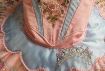 Nuken prinsessahameille mallia / (Jottei taulut pääse loppumaan kesken.) Inspiration for doll's princess costumes.