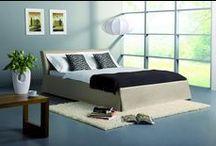 INNEX | Designové postele / Hledáte ideální postel do vaší ložnice? Vyberte si z jednoduchých postelí, které jsou vhodné do každého interiéru s možností volby výšky čela postele a volby úložného prostoru. Díky individuálnímu čalounění postele můžete postel přizpůsobit interiéru ložnice. Pro dokonalý dojem, můžeme pro vás ze stejné látky potáhnout i taburetku, pufa nebo odkládací stolek.