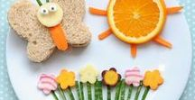 Lente lunch * Spring bento / Inspiratiebord met lunch ideeën en tips in het thema Lente en voorjaar voor kinderen voor de bento box, broodtrommel, lunchtrommel of lunchbox. Vrolijke bloemetjes, vogeltjes en bijtjes voor een gevarieerde en gezonde lunch om mee te geven in de  broodtrommel naar school! Ook als het geen lente is, is het natuurlijk leuk om deze vrolijke en gezonde lunch ideëen te maken en mee te nemen.