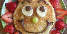 Pannenkoeken fun! / Maak eens wat anders van een pannekoek. Met pannenkoeken is het altijd feest! Leuke tips, inspiratie en makkelijke recepten voor pannenkoeken anders. Niet alleen lekker maar ook gezonde variaties. Leuk voor kinderfeestjes maar ook om mee te geven in de lunchtrommel, broodtrommel, bento box. Een echte traktatie voor kinderen en kleuters. Laat ze zelf pannenkoeken versieren met beleg. Pannenkoeken met appel, banaan, zoet of hartig, verstopte groente, toppings