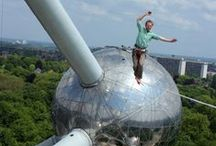 Atomium - Highline 2014 / Daily, 11th - 17th Aug. 2014 • On the HIGHLINE, professionals will make démontrations. • At the foot of the Atomium, LOWLINES will be available to the PUBLIC for practice.