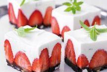 Erdbeeren / Mit Erdbeeren kann man viele leckere Gerichte zubereiten. Wir zeigen dir köstliche Erdbeeren Rezepte von Erdbeerknödel bis hin zu leckeren Erdbeerkuchen.