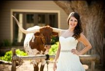 True Texas Wedding Ideas / Texas is like a whole other country, and therefore it makes sense to dish up some Texas-size inspiration on Lone-Star-State-themed wedding ideas.