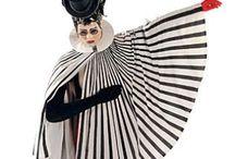 Circus / Edera,altalena Rosso,bianco,nero. Bottoni neridavanti tipo Pierrot