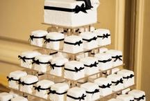Wedding Cake Naked & Cupcakes