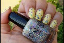 J'aime le jaune !!! / Citron, soleil, or, canari ou poussin…. voici le jaune sous toute ses formes ! Je l'adore posé sur mes ongles… avec ou sans paillette !
