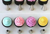 Royal icing - Buttercream icing / Tips and tricks how to decorate cakes and/or cupcakes, How to make flowers and other information about Royal icing