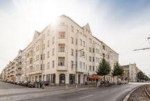 Schönhauser Allee 92 / Im Süden von Pankow, direkt an der Schönhauser Allee, erwartet Sie dieser Berliner Altbautraum. Ob Familienfreundliche Idylle - oder Nächte die kein Ende kennen - Die lebensnahen Grundrisse im teilsanierten Objekts bieten Ihnen freie Entfaltungsmöglichkeiten in einem der begehrtesten Quartiere Berlins. Sichern Sie sich Ihre Eigentumswohnung in Prenzlauer Berg!
