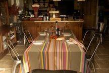 aan tafel - tafellinnen - table linen / Tijd voor imponeren en charmeren, voor een tikkeltje verleiding aan tafel. Niet alleen op culinair gebied maar ook met een feestelijk gedekte tafel. De 'aan tafel' collectie van kleurmeester.nl verrast met kleurrijke stoffen en onze speciale tafelkleden met acryl coating. Praktisch voor eventuele ongelukjes aan tafel, want afneembaar, maar met behoudt van de stijlvolle rijke uitstraling van een stoffen tafelkleed. Met lange levensduur en wasbaar op 30 graden.  Cotton tablecloth