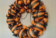 Halloween Wreaths / Neat Halloween Wreaths Plus Vintage Style Too