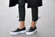 FlatFormy - to jest HOT !!! / Tegoroczny najgorętszy trend to buty na grubych platformach. To idealny kompromis między wygodą, a dodaniem sobie kilku centymetrów. Przebieramy we wzorach i fasonach, stawiamy na niezobowiązujący styl - pozostajemy jednak przy formie ... Flatformie :)
