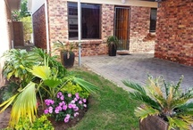 Spotless Townhouse in Gonubie / Ideal lock-up-and-go property to buy. Spotless, modern 2 bedroom home in a very popular and secure complex. Excellent security! Maintenance free! Beautiful established garden with a single garage, single carport and a braai.