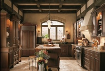 Wood Kitchen Cabinetry - Traditional