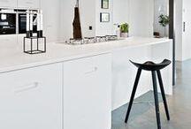 KÖK - Studio Ballingslöv / Studio Ballingslöv är ett långsiktigt designsamarbete med arkitekten Jonas Lindvall. Tillsammans tar vi fram nya formstarka kök med innovativ design och nya material. Här hittar du vårt prisbelönta kök K2 samt moderna klassiker som Magnum och Zenus.