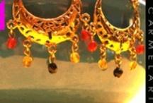 Balocchi - Firenze / Una piccola serie di bracciali, collane ed orecchini in argento placcato oro con pietre naturali A small set of bracelets, necklaces and earrings in gold plated silver with natural stones