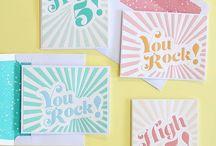 Handlettering / Hier findet Ihr alles zum Thema Handlettering. Handlettering Sprüche auf Deutsch und Englisch, Handlettering Buchstaben, Handlettering zum Geburtstag, zu Weihnachten oder jedem anderen Anlass. Schöne Karten mit Handlettering selber machen.