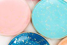 Porzellan bemalen / Alles zum Thema Porzellan bemalen. Tassen bemalen, Geschirr bemalen, Porzellan bemalen mit Kidnern, Tassen selbst gestalten, Porzellan selbst gestalten. Vorlagen für die Porzellanmalerei. #porzellan #tassen #keramik