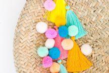 Pompoms & Quasten / Alles zum Thema Quasten, Tassel und Pompoms. Pompoms basteln mit Wolle, Servietten und Seidenpapier, Pompoms selber machen zum Geburtstag, zur Hochzeit oder jedem anderen Anlass. Quasten selber machen, Quasten Schmuck basteln wie Ohrringe oder Ähnliches.