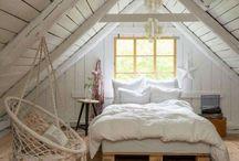 Schlafzimmer / Hier dreht sich alles um DIY und Deko Ideen für das Schlafzimmer. Ideen für das Einrichten des Schlafzimmer, Ideen für die Wandgestaltung, Ideen für eine Dachschräge im Schlafzimmer oder Ähnliches. #schlafzimmer