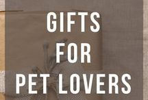 Gifts for Pet Lovers / Gift central for all the pet lovers in your life! Gifts for dog moms and dads. Gifts for cat ladies and gentleman!