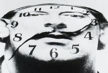 """Salvador Dalì / Salvador Dalí era un genio extravagante no solo con sus obras, también con sus palabras:  """"La única diferencia entre un loco y yo, es que el loco cree que no lo está, mientras yo sé que lo estoy""""  """"La mayor desgracia de la juventud actual es ya no pertenecer a ella""""  """"Muchas personas no cumplen los ochenta porque intentan durante demasiado tiempo quedarse en los cuarenta.""""  """"Picasso es pintor. Yo también. Picasso es español. Yo también. Picasso es comunista. Yo tampoco."""""""