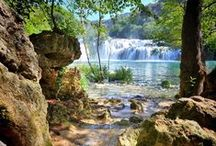 Croatia / Croatia, in the heart of Eastern Europe is a gem. On the mainland, Plitvice national park, Dubrovnik and Split are all worth visiting but did you know it is made up of thousands of other beautiful islands in the turquoise Adriatic Sea? @treadeverywhere | wealthinmemories.com
