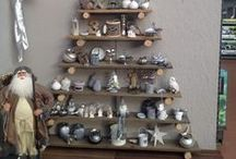 ☆Ruimtebesparende kerstdecoratie / Met de feestdagen wil je je huis zo knus en gezellig mogelijk maken. Als je veel kerstdecoratie hebt, komt je huis wel erg snel vol te staan. Hoe versier je je huis nu met het oog op ruimte?