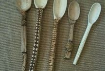 dřevo, dřevíčko, fošna, prkno, sekera, motyka a lopata...