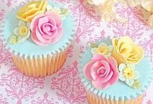 CAKES & CUPCAKES / The art of making cakes