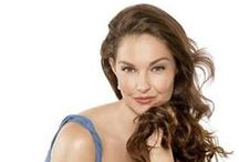 ashley judd / Ashley Tyler Ciminella  born 19 April 1968 Born and residing in:  United States