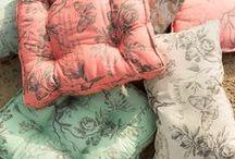 Romantics / Zoete pasteltinten worden gecombineerd met enkele felle accenten, sierlijke bloemen en subtiele details.