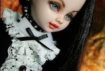 Living dead & goth dolls & dollies