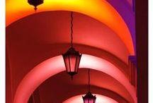 Tunnelmaa valaistuksen avulla, mood lighting / Atmosphere is created with lights
