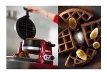 KitchenAid Artisan Waffle Baker / KitchenAid Artisan Waffle Baker 5KWB110  • Double-sided, clamshell rotating baking unit with constant temperature. Consistent baking and browning of 8 waffles at a time  • Non-stick ceramic coating plates with deep-wells. Easy to clean with ample room for fillings • Finished in stainless steel and die-cast metal. Robust, stable and durable • Cool reach lids and handles integrated in a smooth, rounded design • Digital timer and dial thermometer. Easy to use with clear operating indications