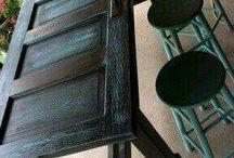 Ideas de Reciclado de piezas de madera / Tengo muchas partes de madera, de muebles viejos, estantes, marcos y puertas de madera buena que no quiero botar. Aqui ideas de que hacer con lo que quité viejo y renovarlo