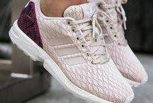 ShoeAholic ッ / Wir können nicht die ganze Welt mit Leder bedecken.  Aber wir können Schuhe anziehen.✓