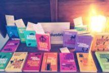 i meravigliosi librai italiani / i librai amici di SUR ci mandano di tanto in tanto le foto in cui la nostra allegra famigliola campeggia nelle loro librerie, e noi le pubblichiamo volentieri.