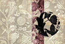 Cuir / Leather /   En partenariat avec la Maison Fey, Sophie Bøhrt crée sur des cuirs de Cordoue des décors riches, des fleurs, des ornementations, des formes géométriques en toute harmonie dans un univers tantôt dense, vivant, ou aérien.