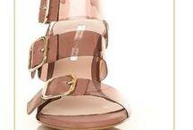 Primavera-Verano 2016 / Colección de zapatos diseñados por Hannibal Laguna correspondiente a la temporada primavera-verano 2016. Viste los meses más calurosos del año con estilo, elegancia y calidad.