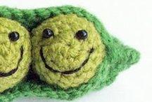 crochet smiling peas / horgolt mosolyborsók