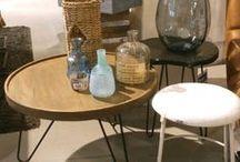 bijzettafels / bijzettafels zijn ideaal voor zaken die u binnen handbereik wilt houden wanneer u op de bank ontspant, zoals een kopje koffie en een schaal met lekkers. Tuurlijk is de Bijzettafel ook een object waar je je accessoires op kan tentoonstellen.