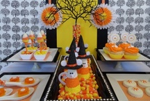 Halloween Party Food and Drinks / Awesome ideas for food and drinks for your Halloween party. http://hallowmix.com