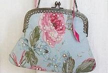 Vintage Handbags / Vintage & Antique style handbags for the traditional touch.