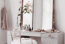 Makeup Vanity / Vanity