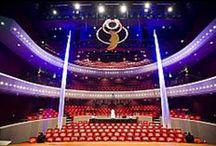 Theaters in Drenthe en Groningen. / Schouwburgen in Emmen, Hoogeveen, Meppel, Assen, Stadskanaal en Groningen. Het theater in Emmen zal openen in maart 2016. Bij de foto's wat basisinformatie over de theaters zelf.