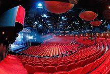Concertzalen theaters en circusgebouwen. / Concertzalen en enkele artiesten die er optraden.